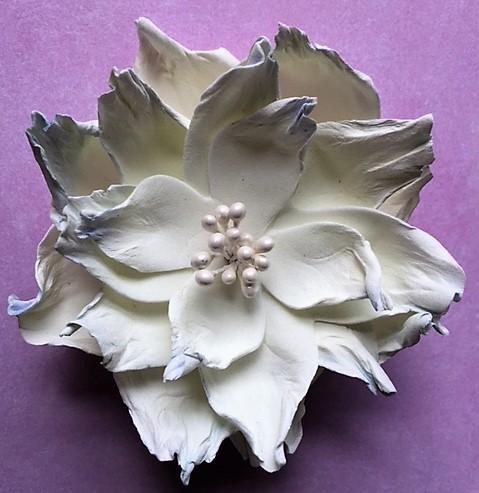 Hjemmelavede blomster af foamiran